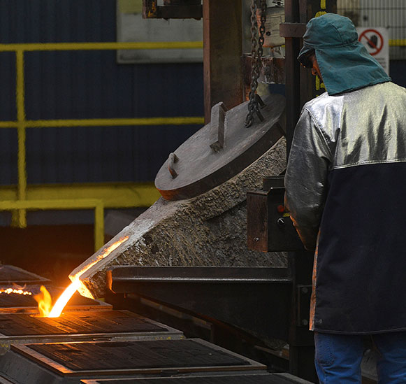 the SIF foundry has been specialised in the manufacturing of small and average series of casting products weighing from a few dozens of grammes to 80 kg